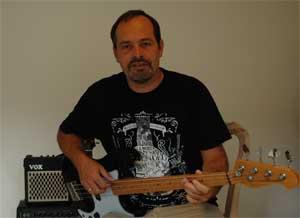 bassist-andi-lux-800px