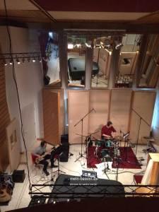 Andi Lux Bassist im Studio bei der Arbeit